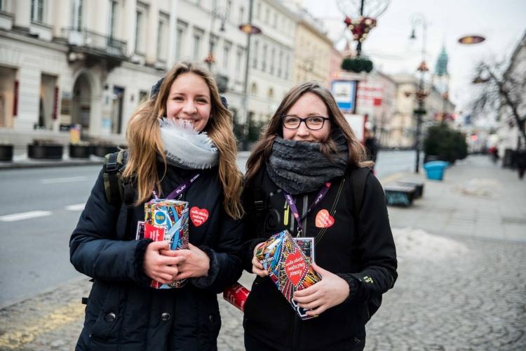 W WOSP włączają się wolontariusze w Polsce i na całym świecie