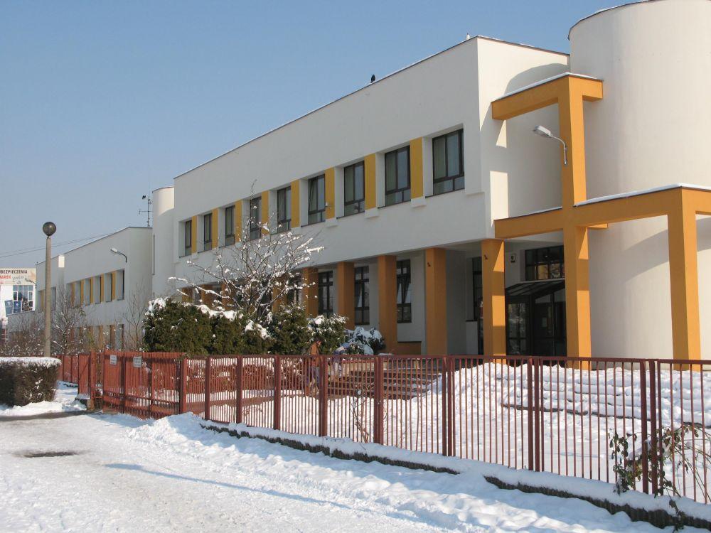 Szkoła Podstawowa z Oddziałami Integracyjnymi nr 151 w Krakowie, w której uczą się mali bohaterowie