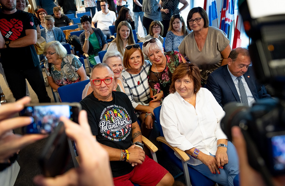 Jurek Owsiak i Lidia Niedźwiedzka-Owsiak, Jurek Owsiak z Europejską Nagrodą Obywatelską, fot. dariuszbres.pl