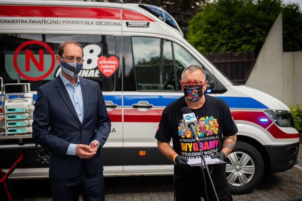 """Dyrektor SPS ZOZ """"Zdroje"""" w Szczecinie oraz Jurek Owsiak, fot. Łukasz Widziszowski"""