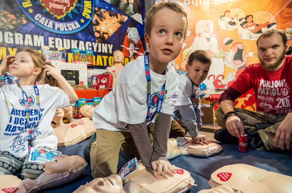 Nauka pierwszej pomocy podczas 24. Finału WOŚP, fot. Szymon Aksienionek