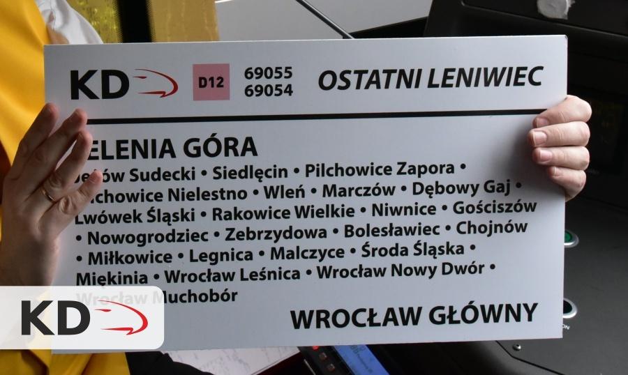 """Tablica informacyjna z pociągu """"Ostatni Leniwiec"""""""