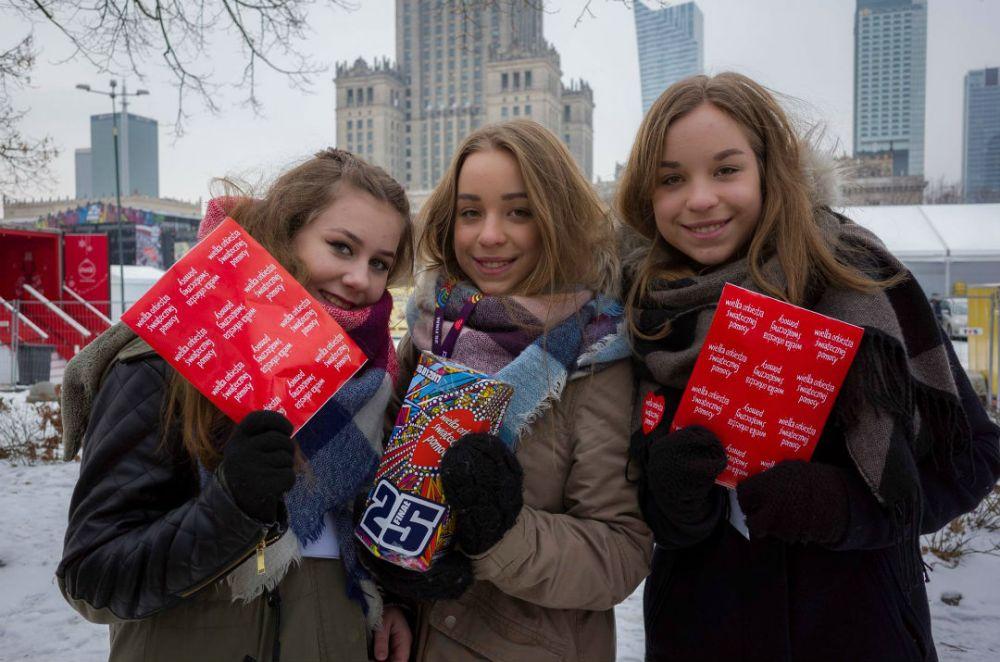 120 tysięcy wolontariuszy kwestuje dziś dla wsparcia pediatrii i geriatrii w Polsce (fot. Łukasz Widziszowski)