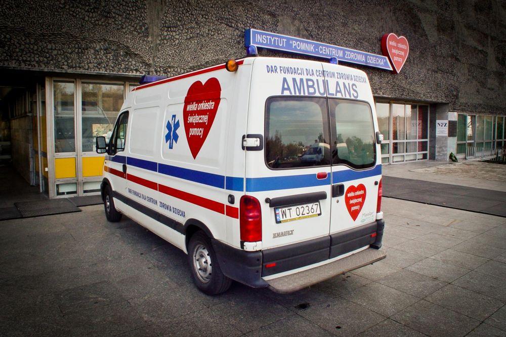 """Ambulans przekazany przez Fundację WOŚP Instytut """"Pomnik-Centrum Zdrowia Dziecka"""""""