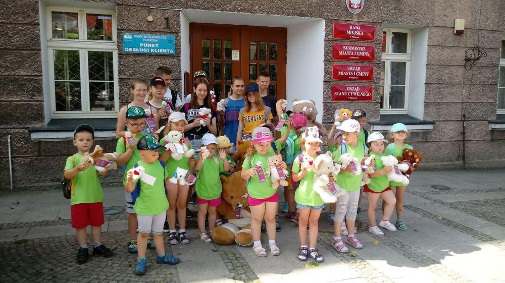 przedszkolaki i uczniowie z Grodziska