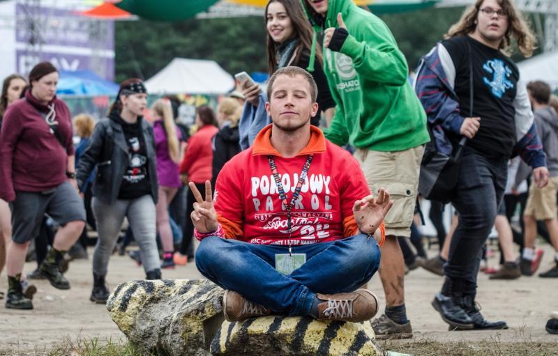 Wolontariusz Pokojowego Patrolu podczas 22. Przystanku Woodstock - fot. Damian Jędrzejewski