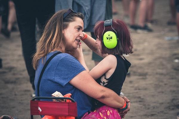 Jedna z młodszych uczestniczek Festiwalu Pol'and'Rock fot. Damian Jędrzejewski