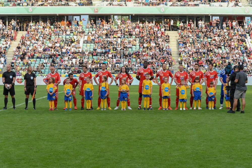 Football team is ready to play for charity.  Photo: Grzegorz Adamek