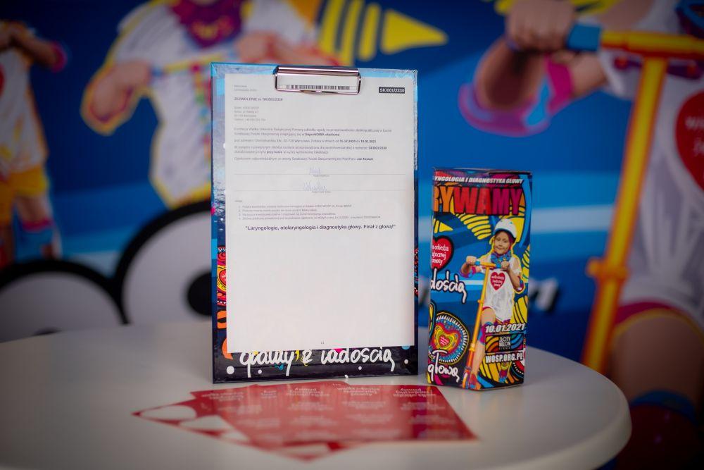 Sztabowej Puszce Stacjonarnej zawsze towarzyszy zezwolenie z najważniejszymi informacjami na temat prowadzonej zbiórki, fot. Łukasz Widziszowski