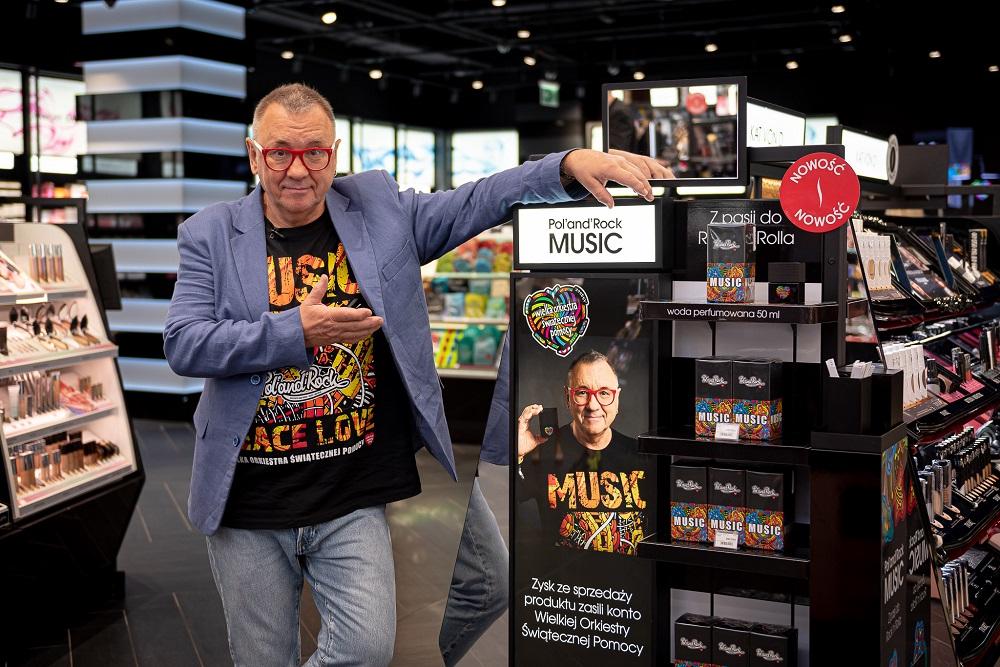 """Jerzy Owsiak i perfumy """"Pol'and'Rock"""" Music, fot. Łukasz Widziszewski"""